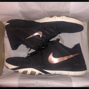 Womens Nike Free Run TR 6 Training Shoes
